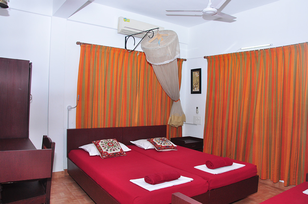 Luxury double room Homestay Kochi Reds Residency